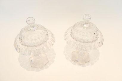 Paire de bonbonnières, XIXe, cristal taillé, h. 31 cm.