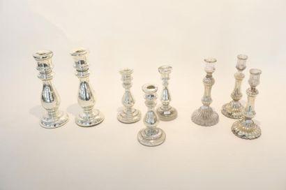 Huit flambeaux (dont trois paires) en verre...