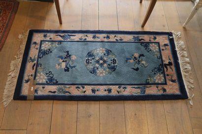 Petit tapis chinois, 139x62 cm env. [petites...
