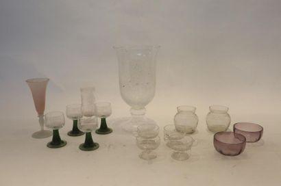 Varia de verrerie (pique-fleurs, milieu-de-table,...