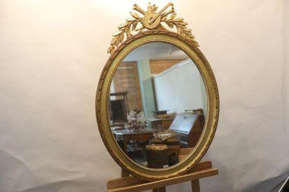 Miroir ovale de style Louis XVI à trophée d'instruments de musique, XIX-XXe, bois...