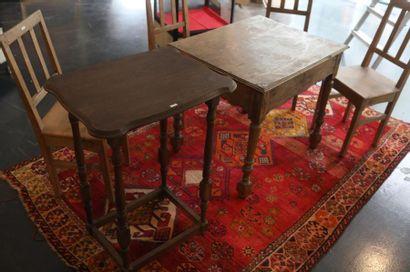 Trois tables d'appoint dont une formant lutrin,...