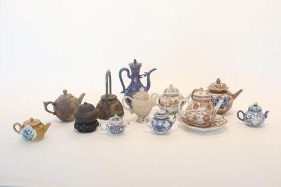 CHINE Collection de verseuses, dynastie Qing - République / XVIII-XXe, principalement...