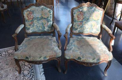 Paire de fauteuils à la reine d'époque et...
