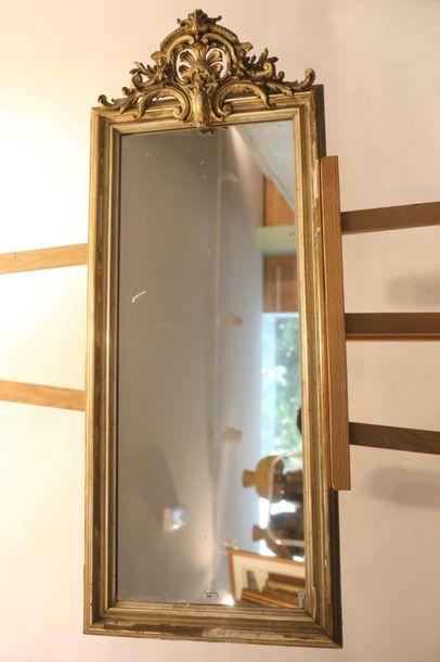 Miroir rectangulaire à fronton d'époque Napoléon...