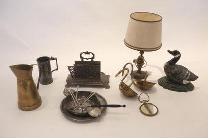 Ensemble d'objets en métal, dix-sept pièces...