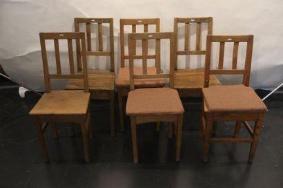 Suite de six petites chaises rustiques en...