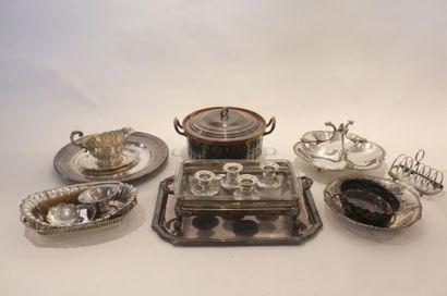 Lot d'argenterie (métal argenté et argent),...