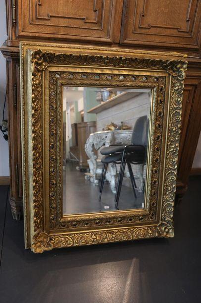 Miroir rectangulaire, XXe, bois doré à légère...