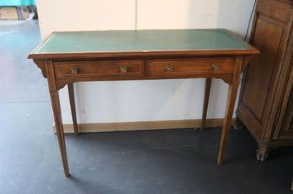 Table à écrire de style Louis XVI ouvrant...