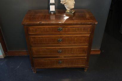 Commode à quatre tiroirs, fin XIXe, bois...