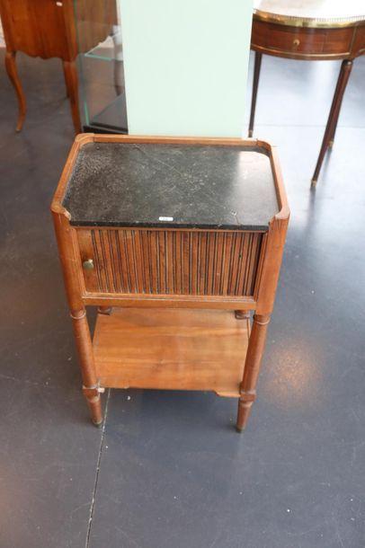 Deux tables à en-cas, XIX-XXe, bois :  -...