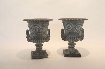 Paire de vases en cratère, XIX-XXe, métal...