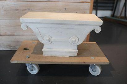 Socle à double console involutée, XIXe, marbre...