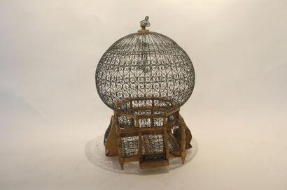 Cage à oiseaux, XXe, bois et métal, h. 61...