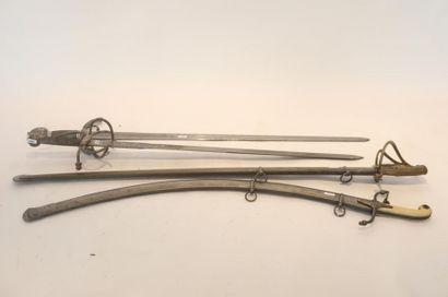 Deux sabres dont un à la mamelouk, lames...