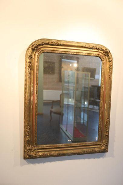 Miroir, mi-XIXe, bois et stuc dorés, 87,5x69,5...