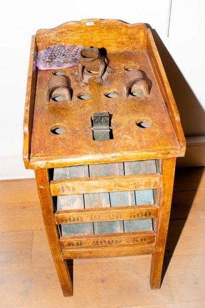 Ancien jeu d'adresse en bois et fonte, avec...