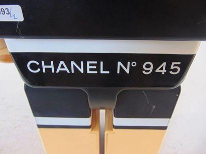 CHANEL Mascotte Bearbrick, numérotée [945] au dos, h. 72 cm [légères altérations...