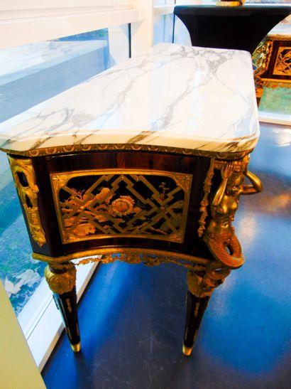 DUBOIS René (1737-1799) [d'après] Spectaculaire paire de commodes en console de style...
