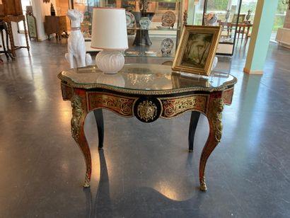 Table de milieu chantournée d'époque Napoléon...