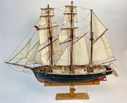 Maquette de trois-mâts en bois avec support,...