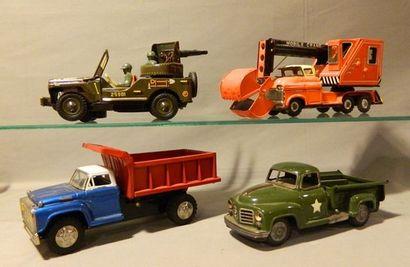 Lot de 4 camions en tôle de fabrication japonaise...