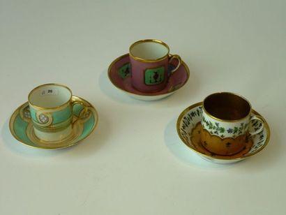 Deux tasses et sous-tasses de forme litron...