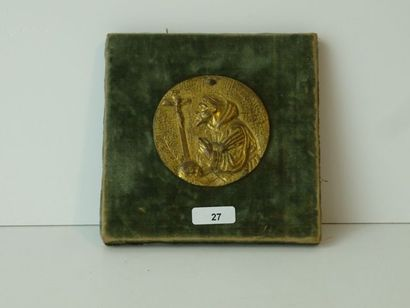Médaillon ancien en bronze ciselé et doré...