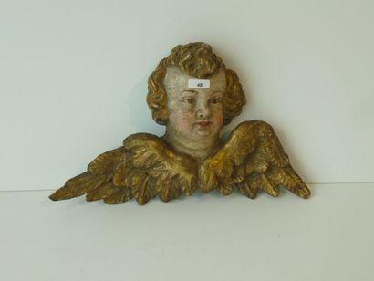 Tête d'ange ailé en bois sculpté et polychromé,...