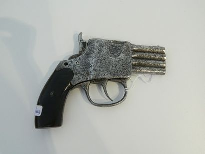 Petit pistolet à quatre canons superposés,...