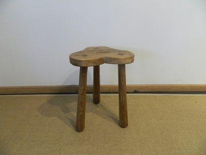 Tabouret tripode en bois, assise trilobée,...