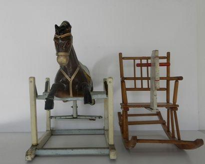 Deux chevaux à bascule en bois, début XX...