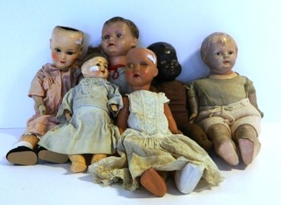 Lot de 6 bébés de caractère en carton, habillés...