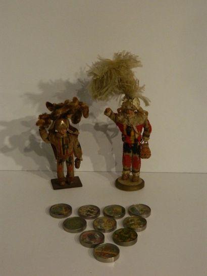 Deux gilles de Binche, poupée à tête de celluloid,...