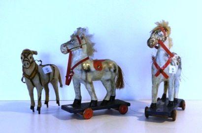 Varia de trois chevaux en bois et carton,...