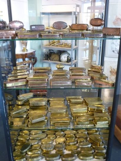 HOLLANDE Exceptionnelle et importante collection de cent soixante-neuf tabatières...