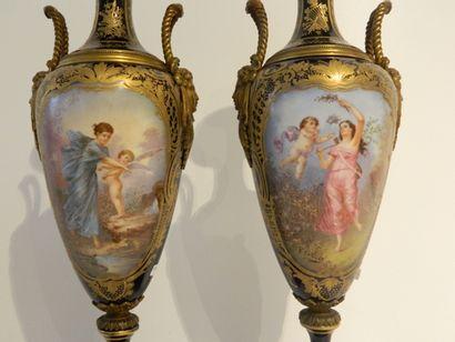 Paire de vases-fuseaux ansés à décor de tableaux polychromes dans des réserves rocailles...