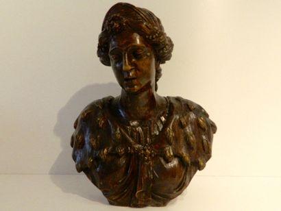 """""""Femme au mantelet d'hermine"""", fin XVIIIe, buste en bois sculpté à patine brune,..."""