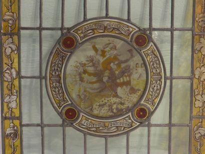 Vitrail rond orné d'une Vierge à l'Enfant et d'anges, XIXe, verre peint et gravé,...
