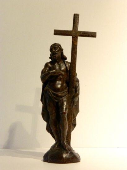 Christ, XIXe, bois sculpté à patine foncée,...