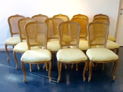 Suite de douze chaises en cabriolet de style...