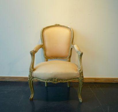 Petit fauteuil en cabriolet de style Louis...