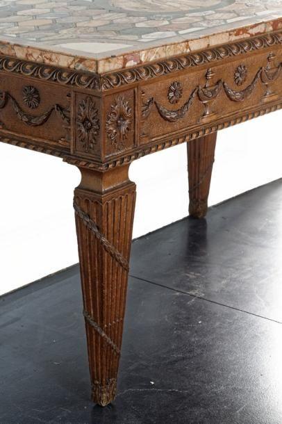 Table-console de style Louis XVI ouvrant par un tiroir en ceinture, fin XIXe, chêne...