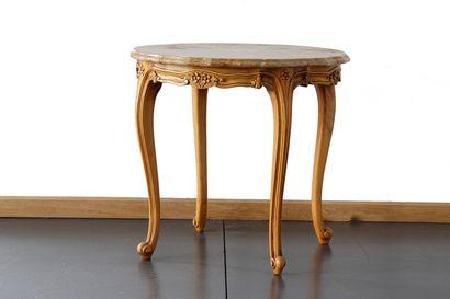 Table basse ronde de style Louis XV, XXe,...
