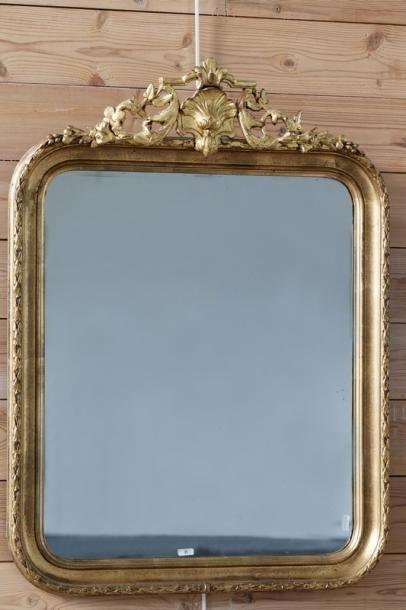 Miroir à petit fronton, XIXe, bois et stuc...