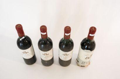 BORDEAUX (PAUILLAC) Rouge, Les Forts de Latour 1983, quatre bouteilles [bas-goulot/mi-épaule,...