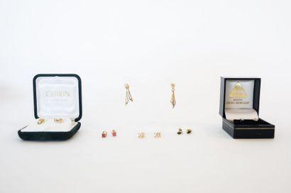 Six paires de boutons d'oreille sertis de pierres, avec écrins, 11 g env.