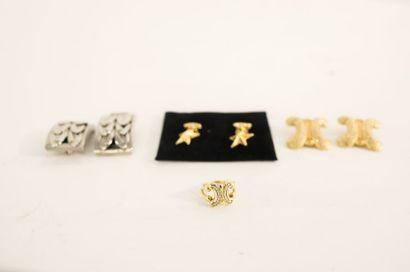 Quatre bijoux de fantaisie (bague et trois paires de clips d'oreille).