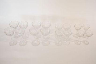 VAL-SAINT-LAMBERT Partie de service, XXe, cristal taillé, trente-six pièces.